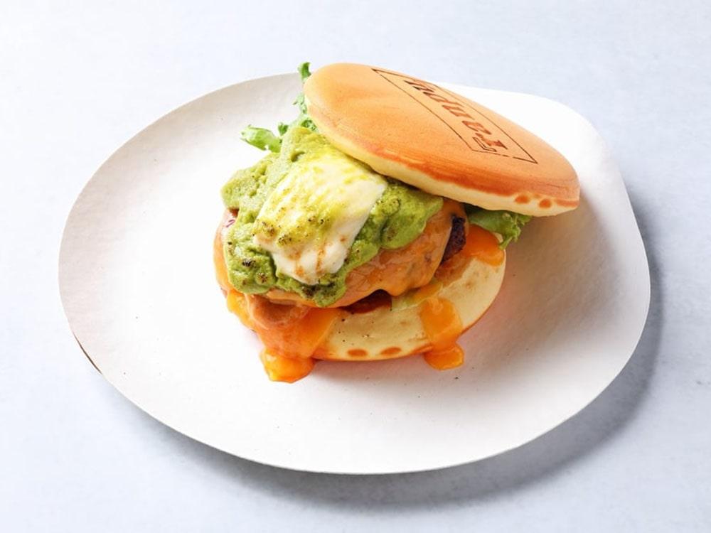 アボカドと仙台牛ハンバーグのTUYAPANアボグラバーガー