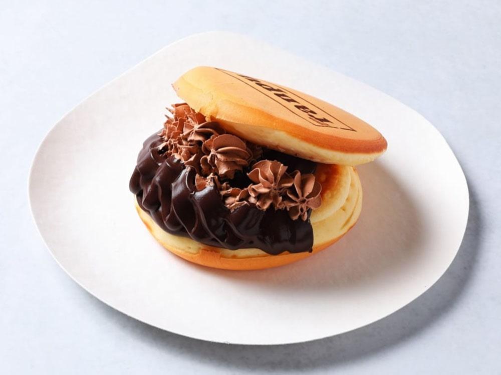 チョコレートガナッシュクリームたっぷりのショコラバーガー