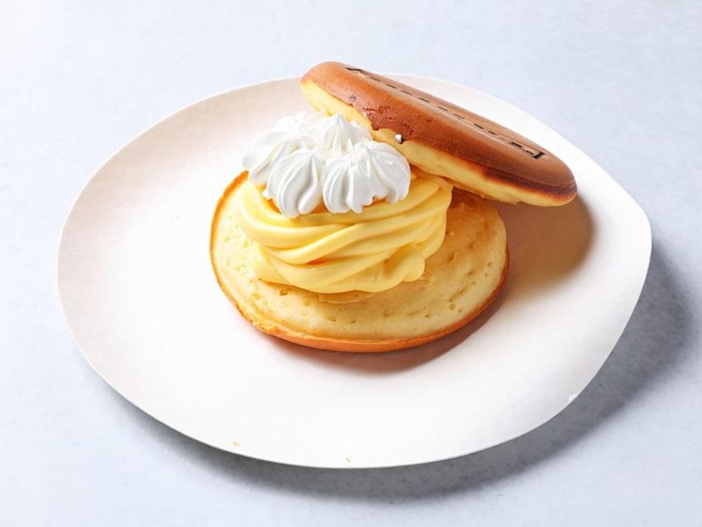竹鶏卵カスタードたっぷりのカスタードクリームバーガー